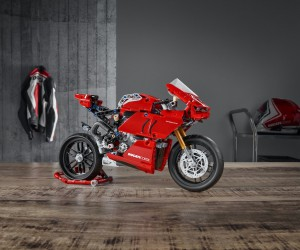 DUCATI  LEGO TEAM-UP FOR TECHNIC PANIGALE V4 R MODEL