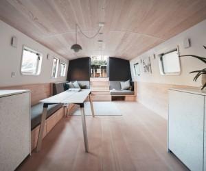 Dusky Parakeet Houseboat
