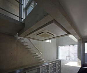 Dwelling of Minamikarasuyama by atelier HAKO architects