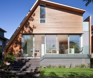 East Van House: residence with an asymmetric geometry