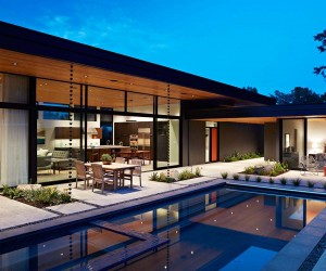 Eichler-Inspired home in California Opens to the Outdoors