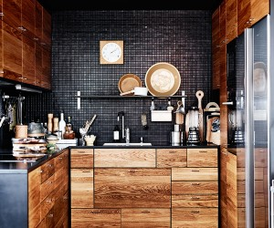 Elegant black and wood in Malm