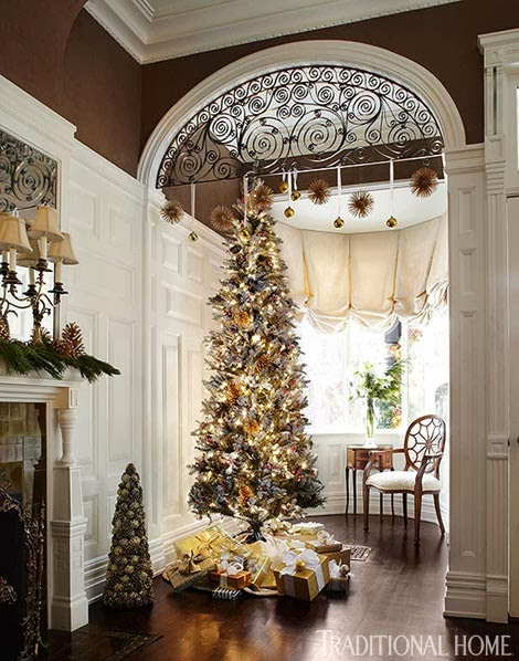 Elegant chicago holiday home Big christmas tree small space