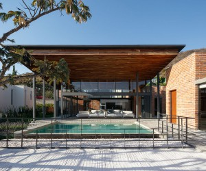 Encapsulating Mexican Charm: Brick, Wood and Plenty of Open Space
