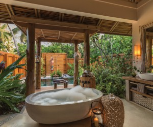 Epitome of Luxury: 30 Refreshing Outdoor Showers