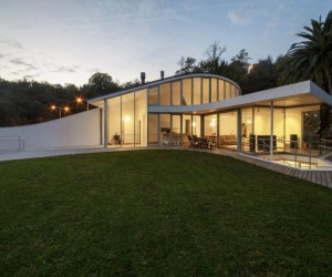 Estudio Pea Ganchegui Designs a Spacious and Luminous Home in San Sebastian, Spain