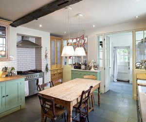 Fabulous Shabby Chic Kitchens that Bowl You Over