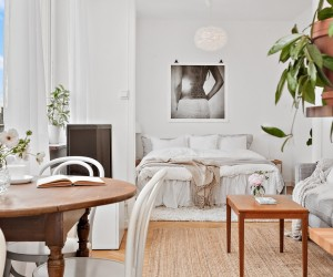 Feminine decor in a small apartment