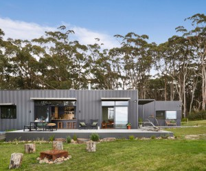 Fish Creek House  a Small, Off-the-Grid Holiday Home by ArchiBlox