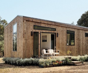 Flexible and Adaptable Tiny House Inspired by Californian Coastal Goodness