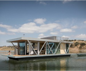 Floatwing Houseboat