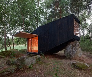 Forest Retreat Leaning on Boulder by Uhlik Architekti