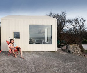 FREAKS Has Refurbish a Concrete Fishing Shack Built in the 50s on a Rock