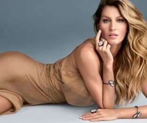 Gisele Bundchen Shines for Vivara Jewelry Christmas campaign