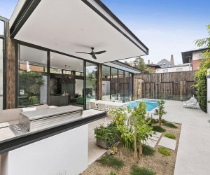 Gray with a Sparkle of Emerald Green: Serene St-Kilda Extension