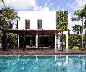 Green Villa with Clean Lines and Open Spaces