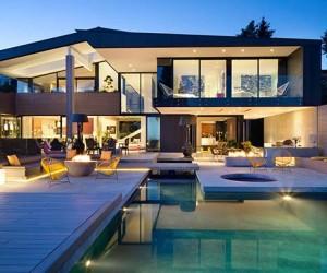 Groveland House in West Vancouver by Mcleod Bovell Modern Houses