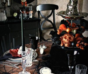 Halloween-Inspired Table Settings to Wow Your Dinner Party Guests