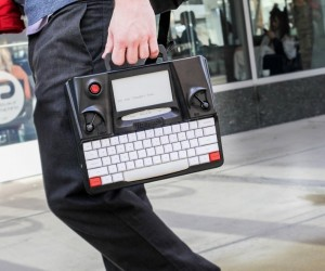 Hemingwrite Digital Typewriter Lets You Write Your Masterpiece
