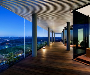 Hilltop Residence Offers a 180-degree View of Lake Austin