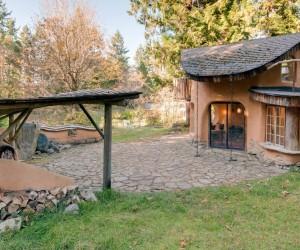 Homemade Homes: Beautiful, Sustainable DIY Houses