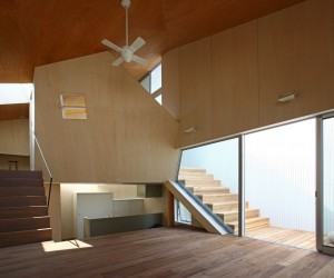 House at Akatsuka by atelier HAKO architects