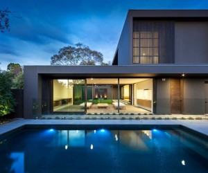 House colors: Amazing modern facade in brown