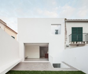 House in Caramo by PHDD Arquitectos