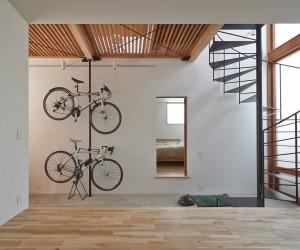 House in Daitakubo by Komoda Architects