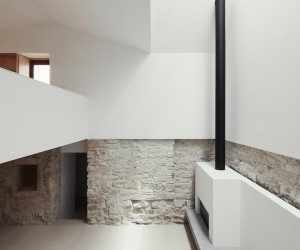 House in Janeanes by Joo Branco