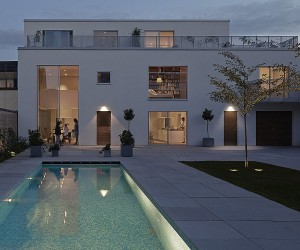 House L1: Relaxing Series of Swedish Apartments with Common Courtyard
