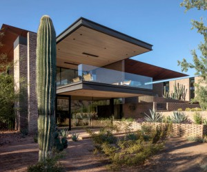 House with Wonderful Views of the Desert