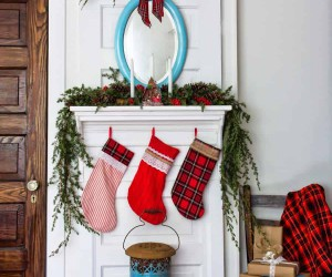 How to Decorate Your Fireplace for Christmas