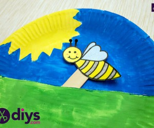 How to Make A Paper Plate Bee Puppet