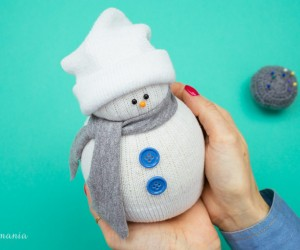 How to Make Sock Snowmen