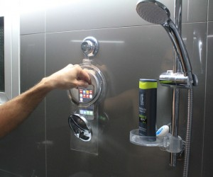 HOYO: Showerproof Pocket for Smartphones