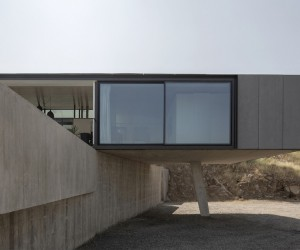 Imposing Chilean GZ House Offering Stunning Panoramic Views