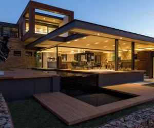 Imposing Modern Residence in South Africa: House Boz