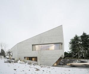 Imposing Residence in a Quiet Street by Steimle Arhitekten