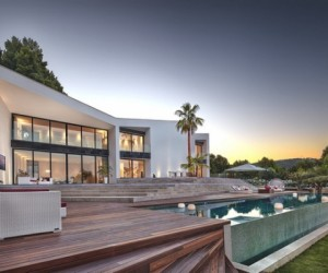 Indulging in contemporary villa design