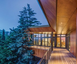 Integrated in Nature: Alaskan Refuge Soaring Above the Trees