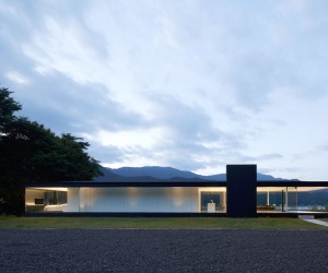 Lakeside House by Shinichi Ogawa  Associates