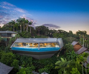 Living On The Edge: Grand, Futuristic Mansion is a Modern Masterpiece