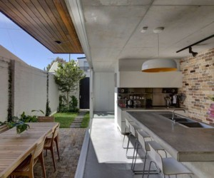Long Courtyard House in Australia by SCALE Architecture