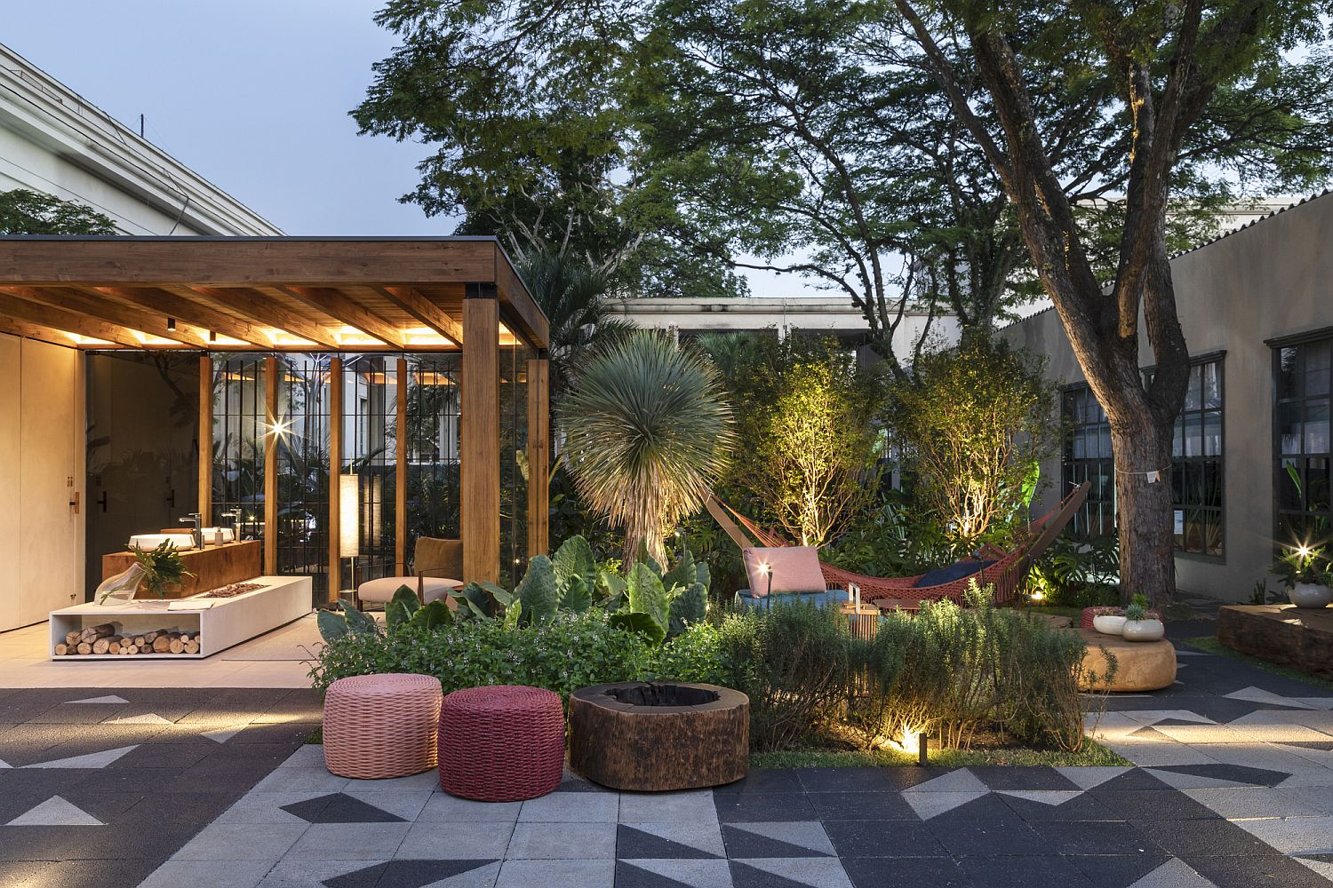 Luxurious Brazilian Terrace Design Inspired by Nature and