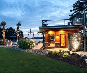 Luxurious Lakeside Cabana: Relaxing Retreat with Scenic Splendor