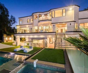 Luxurious Modern Interior Scheme Uncovered by this Brentwood Estate