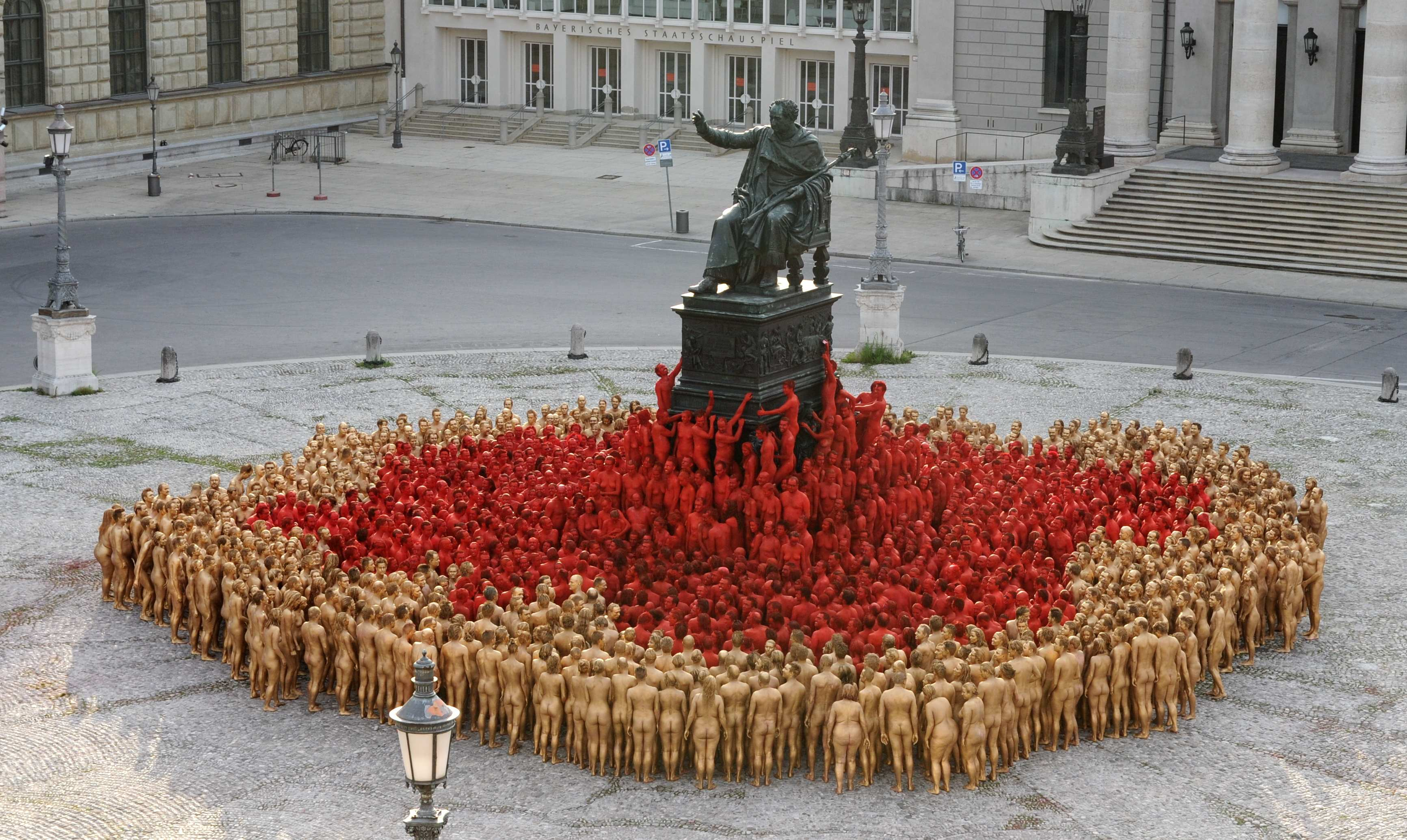 Spencer Tunick is coming to Melbourne to snap hundreds of