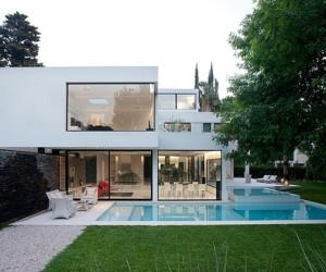 Minimalist Casa Carrara by Andres Remy Architects
