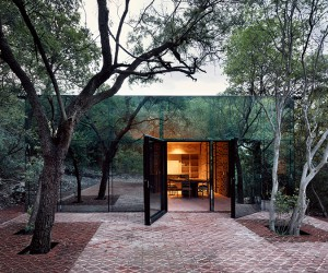 Mirrored Holiday Home by Tatiana Bilbao in Mexico